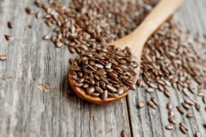 Семена льна от холестерина — обзор исследований, как правильно принимать льняное масло для снижения липидов в крови при их повышенном уровне?